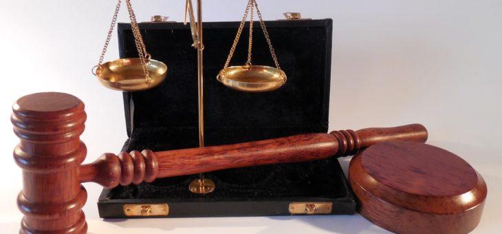 Judikatura Vrchního soudu v Praze: Omezení plných mocí na shromáždění je v rozporu se zákonem